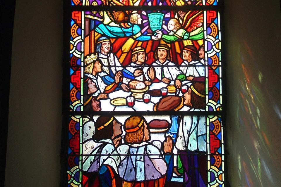 La iglesia de Tréhorenteuc (Sainte Onenne) , Vidriera de inspiración artúrica , Francia