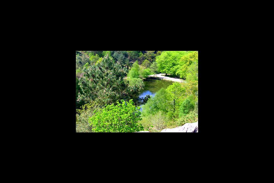 La forêt de Brocéliande , Le miroir aux fées vu de la digue , France