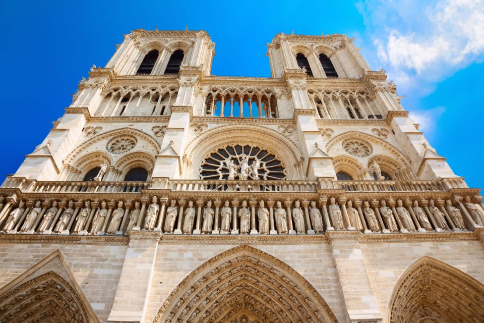 The tourist hub of Notre-Dame, Notre-Dame de Paris Cathedral, Monuments, Paris, Ile de France