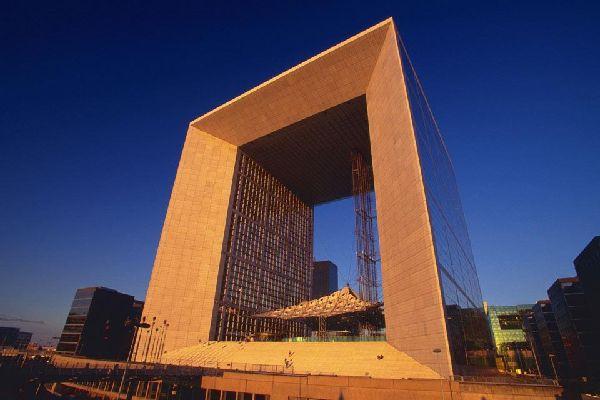 La Grande Arche e il quartiere La Défense , Il Grande Arco al tramonto , Francia