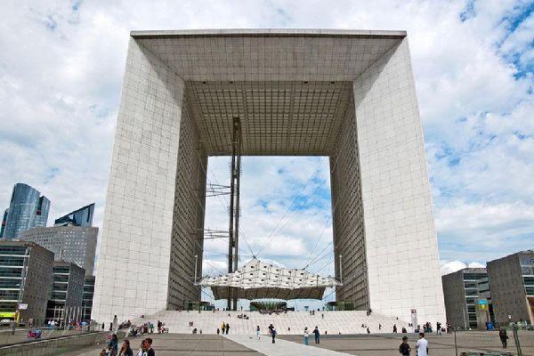 La Grande Arche e il quartiere La Défense , L'imponente Grande Arco , Francia