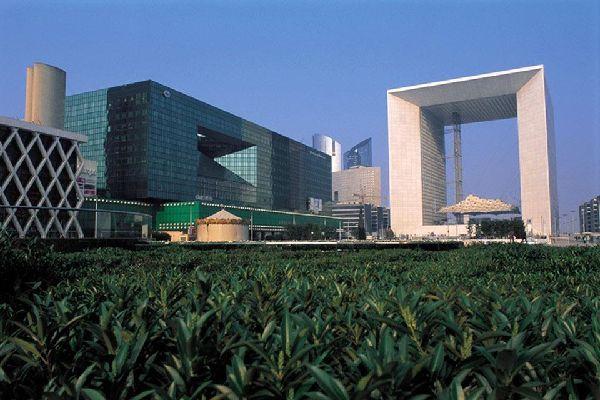 La Grande Arche e il quartiere La Défense , Molto vetro ma poco verde! , Francia