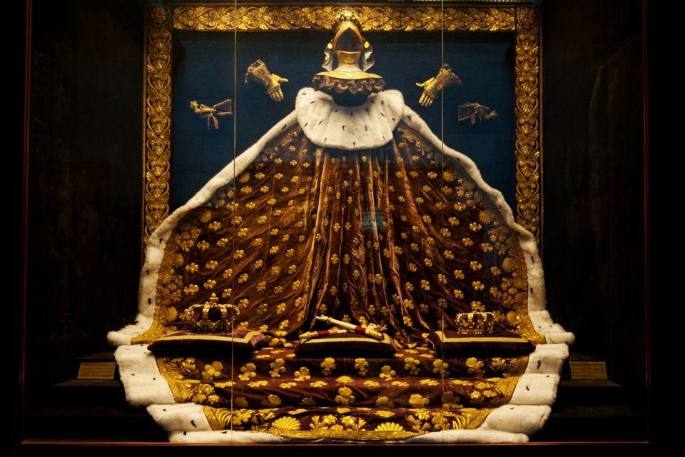Mantello reale , Basilica di Saint-Denis, Basilica di Saint-Denis, I monumenti, La Plaine-Saint-Denis, Parigi e Ile de France