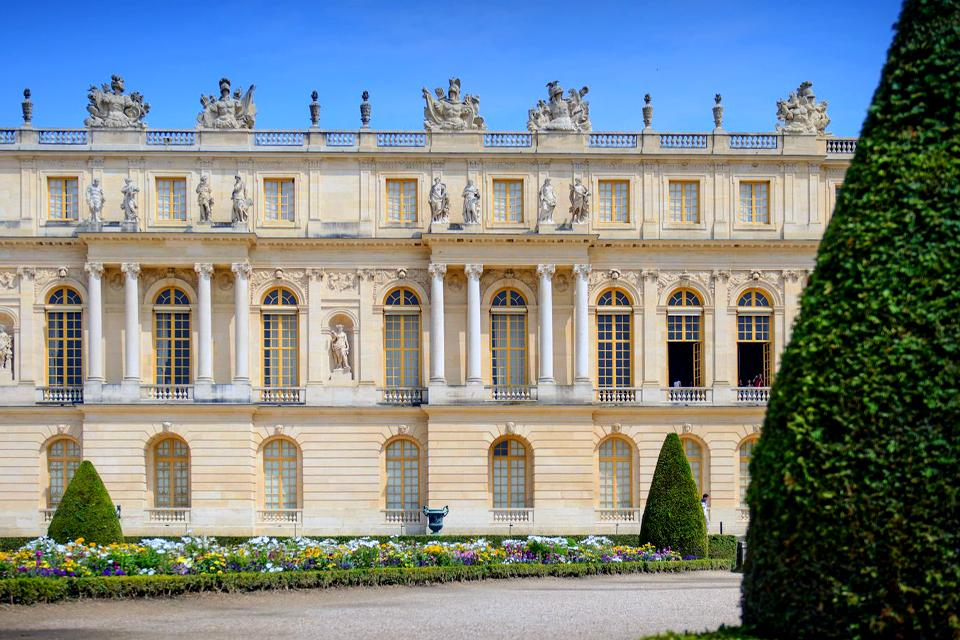 Palace of Versailles , The Salon des Nobles , France