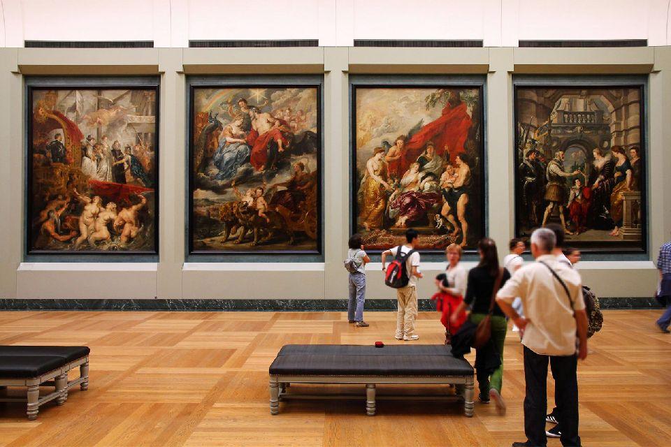 Il Museo del Louvre , Una delle numerose tele esposte al Louvre , Francia