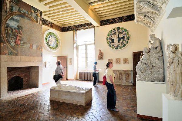 Museo nazionale del Rinascimento , L'arredamento del museo , Francia