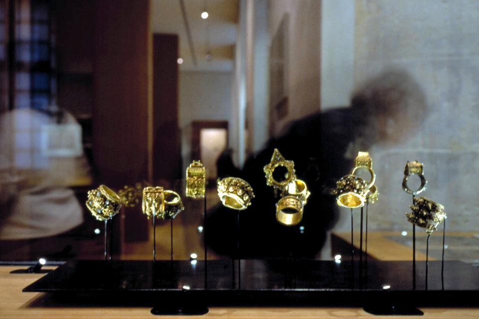 Museum of Art and History of Judaism , Jewellery at the Museum of Jewish Art and His , France