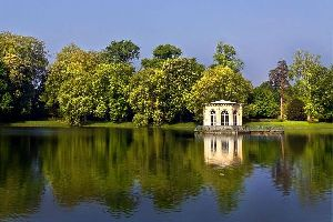 La flora de los muelles del río , Una visita romántica junto al agua. , Francia