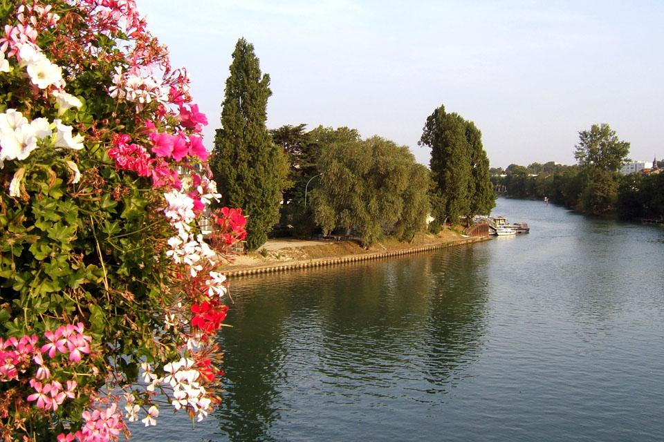 En el agua , La rosaleda de Bagatelle , Francia
