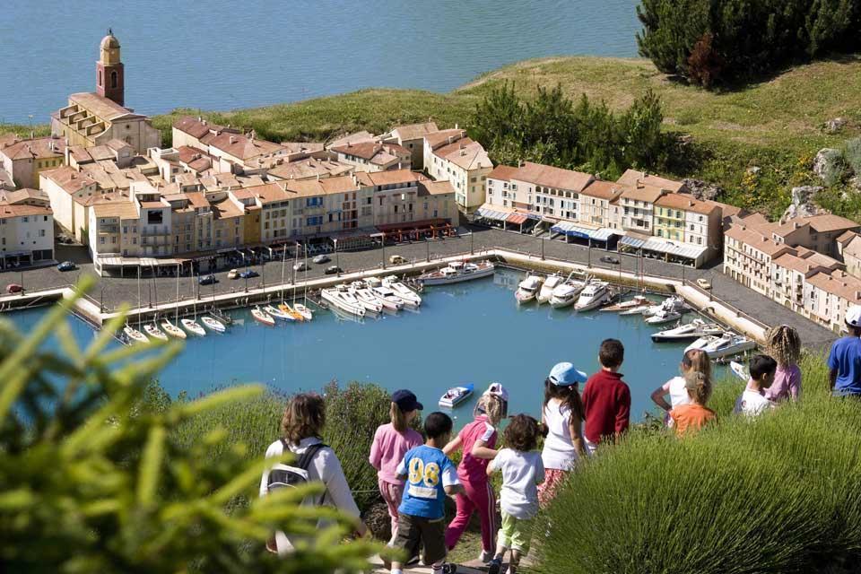 La Guinguette de l'île du Martin Pêcheur , Il porto di Saint-Tropez , Francia
