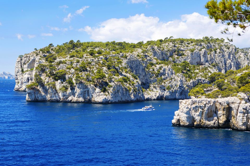 En Vau cove, A boat trip in the Calanques, Activities and leisure, Provence-Alpes-Côte d'Azur
