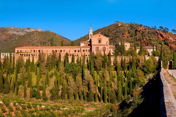 Monastère dans les sierras du Levant, Les sierras du Levant, Les paysages et les activités, Communauté de Valence