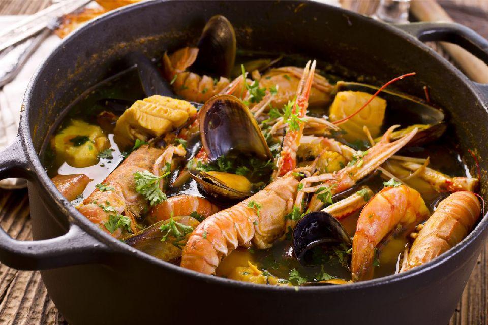 La bullabesa , Un plato de pescadores , Francia