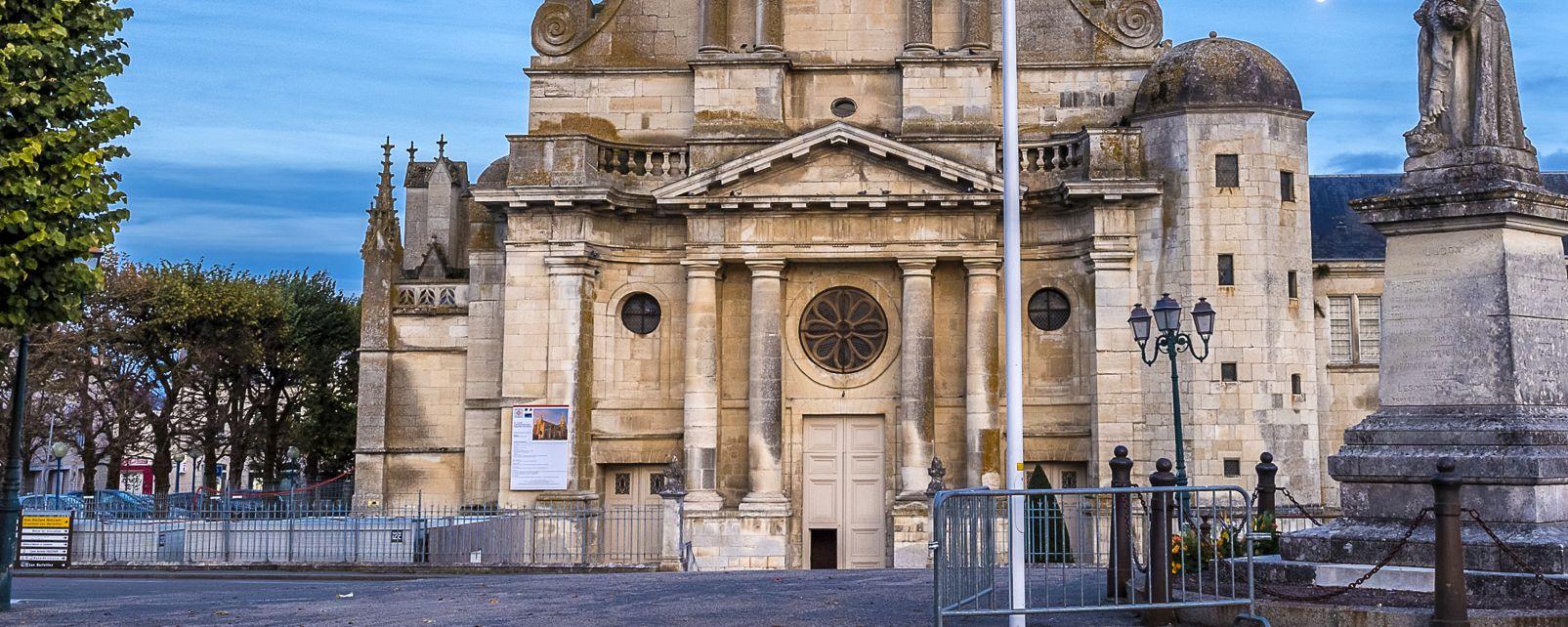 Les monuments, france, europe, pays de la Loire, cathédrale, religion, luçon