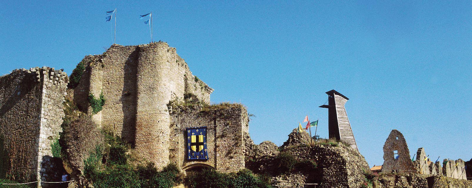 Tiffauges, château de Barbe Bleue , Un lieu chargé d'Histoire , France