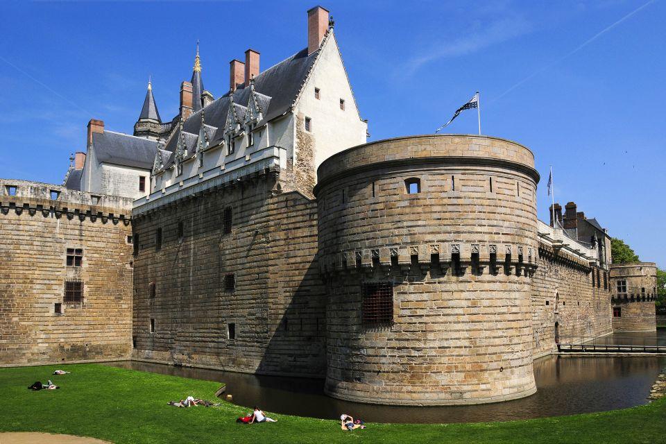 Les douves du château des Ducs, Château des Ducs de Bretagne, Les monuments, Pays de la Loire