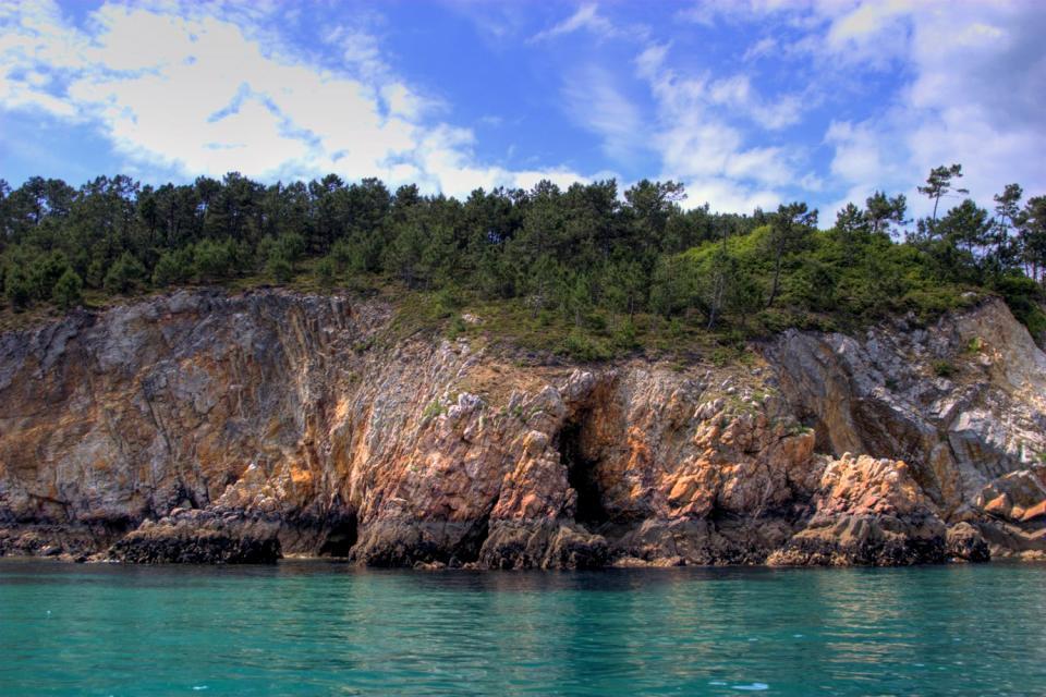 Visita de las cuevas marinas de Morgat , Francia