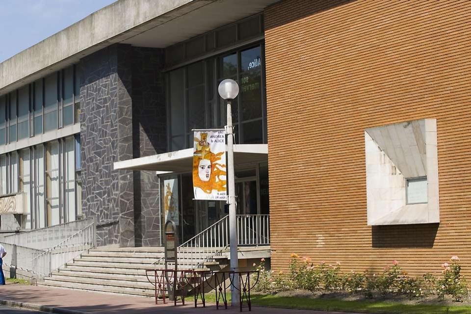 'Musée des Beaux-Arts et de la Dentelle' (Fine Arts and Lace Museum) in Calais , The façade of the Fine Arts Museum , France