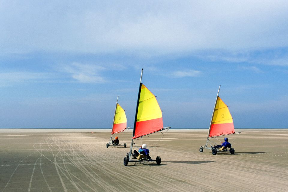Sand-yachting , The Opal Coast and sand-sailing , France