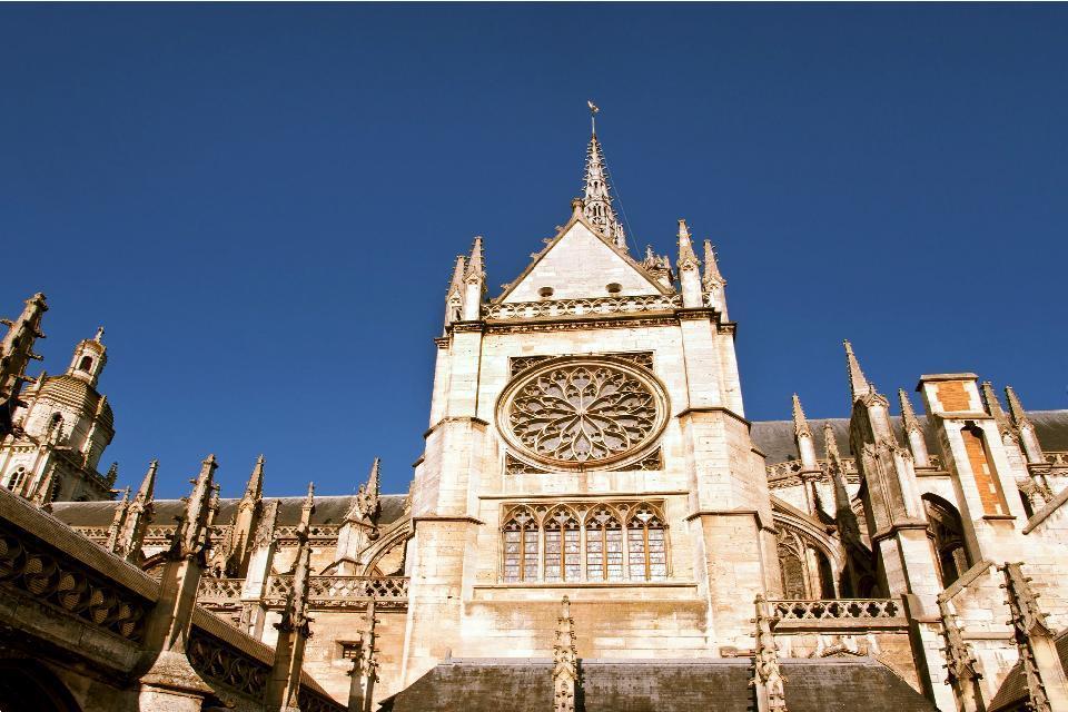 La Catedral de Notre-Dame de Evreux , El cruce de los universos , Francia