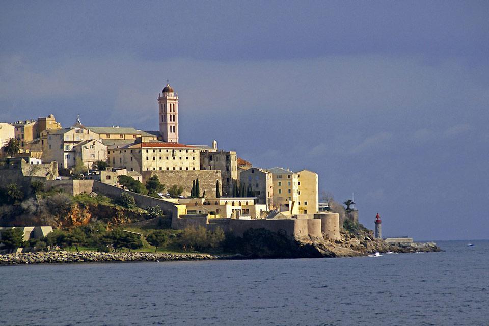 La ciudadela de Bastia , La ciudadela vista desde el mar , Francia