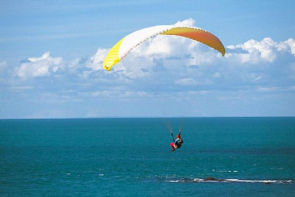 Paragliding , Landing on the ground or in the sea? , France
