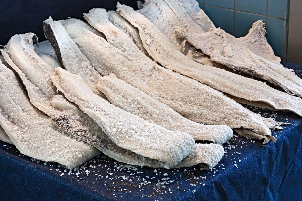"""La """"brandade de morue"""" (merluzzo alla provenzale) , La salatura del merluzzo , Francia"""