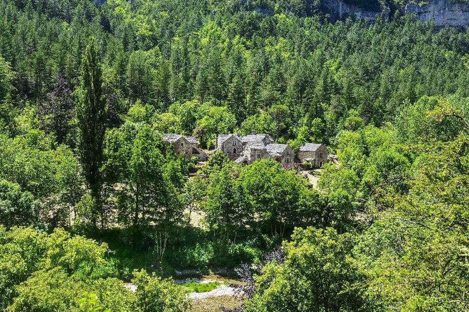 Una región entre montañas y bosques , Francia