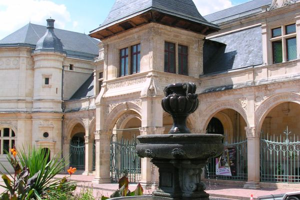 Museo Anne de Beaujeu , La entrada del museo Anne de Beaujeu , Francia