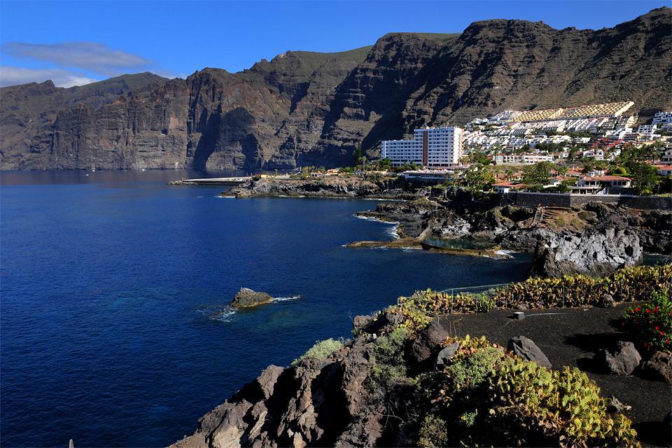 Tenerife los gigantes the canary islands spain - Puerto de los gigantes ...