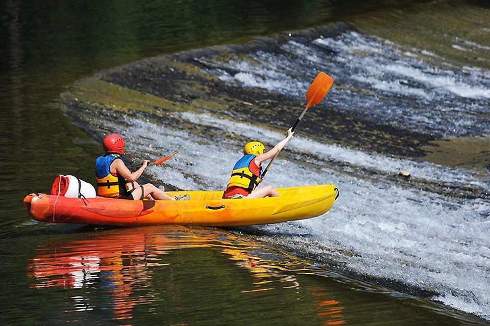 Canoa-kayak y los deportes de agua viva , Curso de kayak en Lozère , Francia