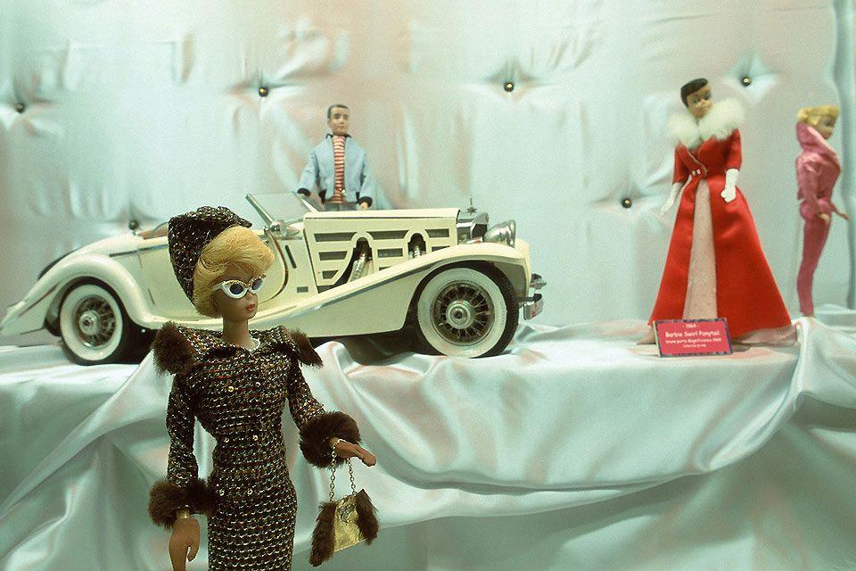 Il museo del giocattolo di Colmar  , Vetrina di Bambole Barbie , Francia