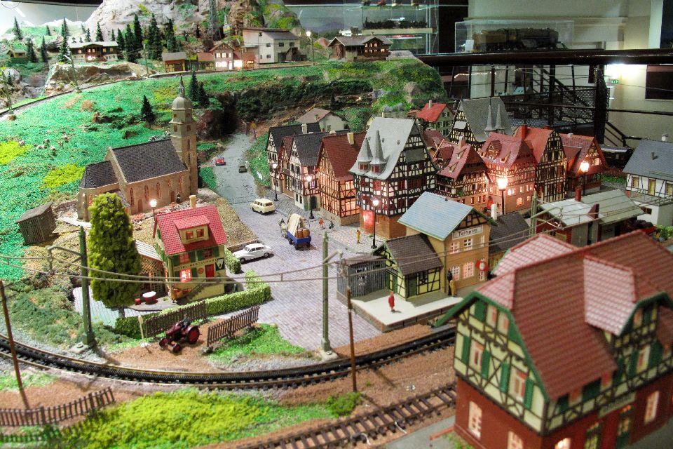 Il museo del giocattolo di Colmar  , Una parte di rete dei piccoli treni , Francia