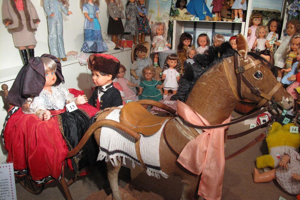 Il museo del giocattolo di Colmar  , Collezione di bambole , Francia