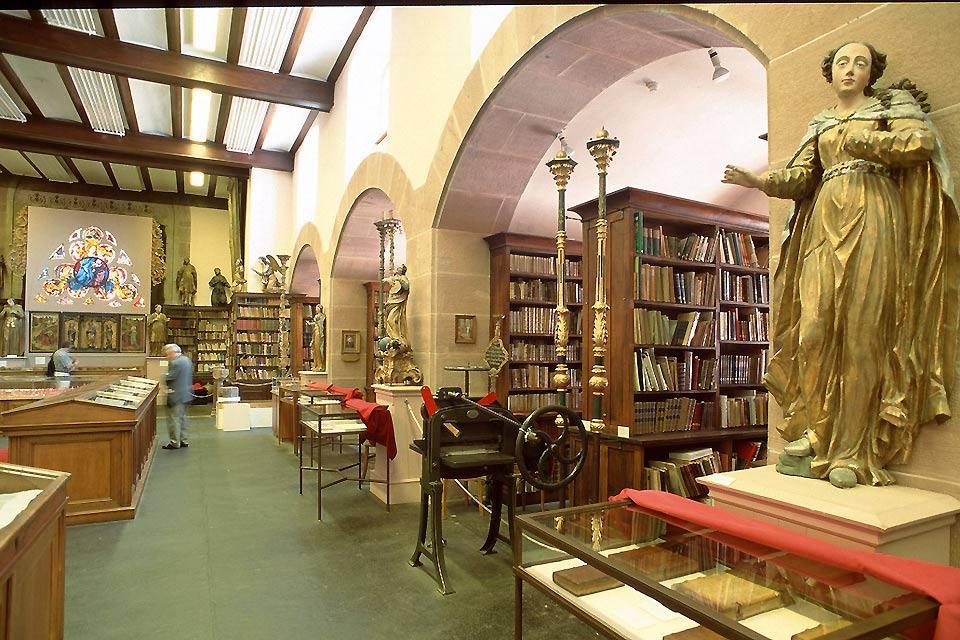 La Bibliothèque Humaniste , Profusion d'ouvrages , France