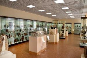 Museo de arte y de arqueología , Vitrina del museo de Laon , Francia