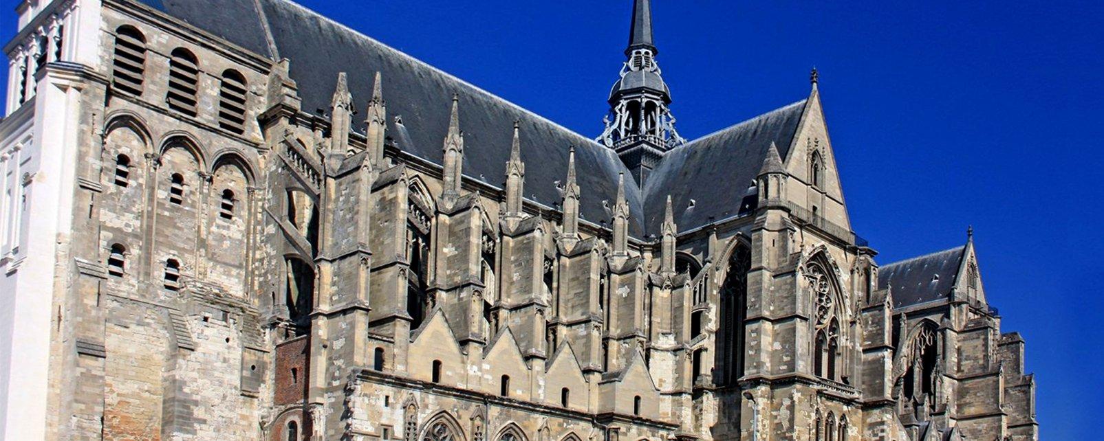, Basílica de San Quintín, Los monumentos, Picardía
