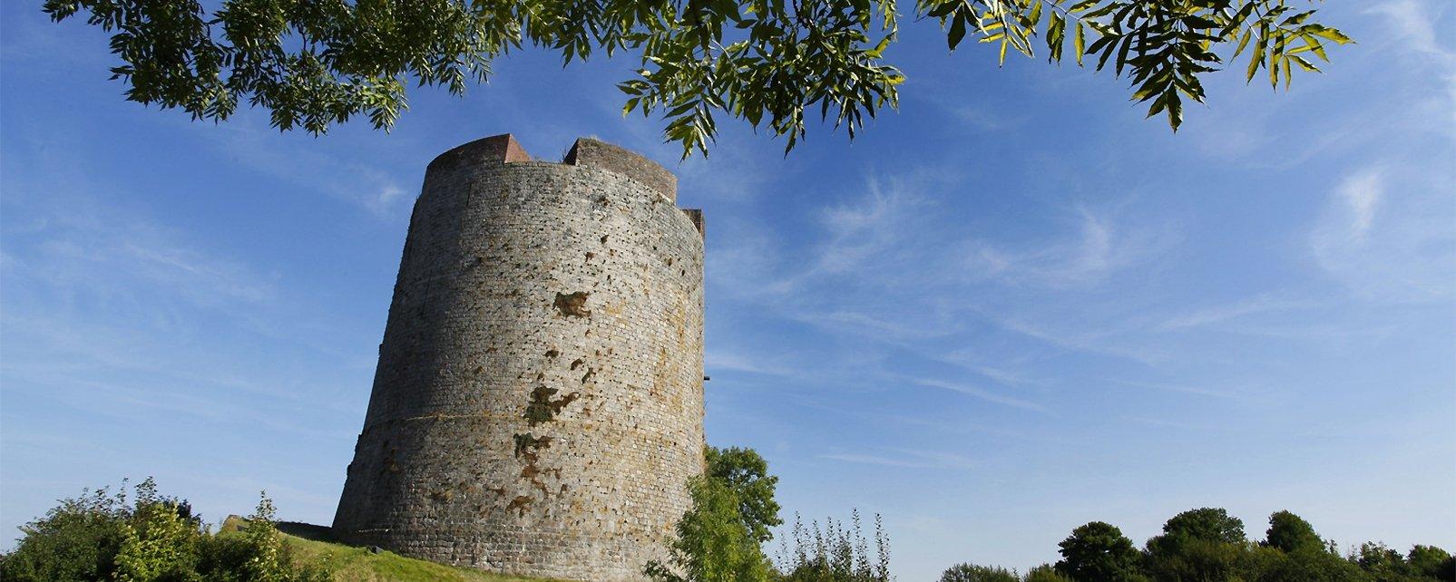 , Castillo fortaleza de Guisa, Los monumentos, Picardía