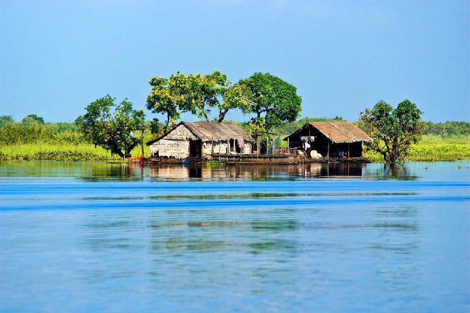 La pianura del Mekong , Chiatte sul Mekong , Cambogia