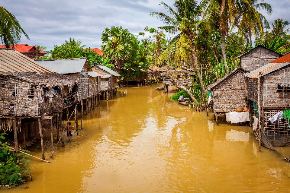 CAMBODIAN FLOATING VILLAGES ON THE TONLE SAP LAKE