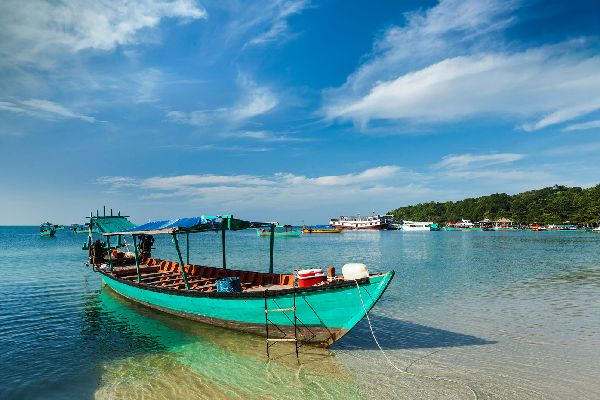 The Gulf of Thailand , A fisherman heads towards the port , Cambodia