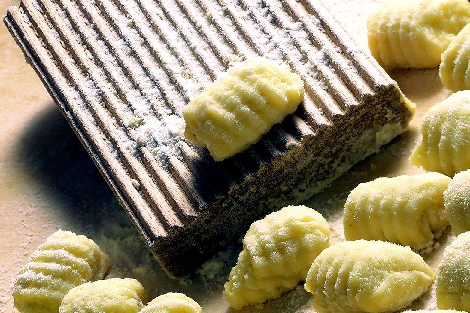 Ñoqui de semola , Una receta que engaña , Italia