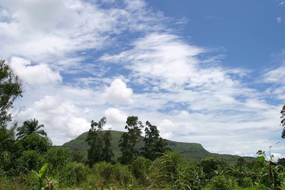 La piste montagneuse , Cameroun