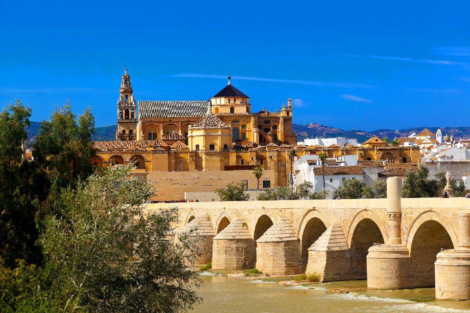 La cathédrale de Cordoue , Vue extérieure de la cathédrale de Cordoue , Espagne