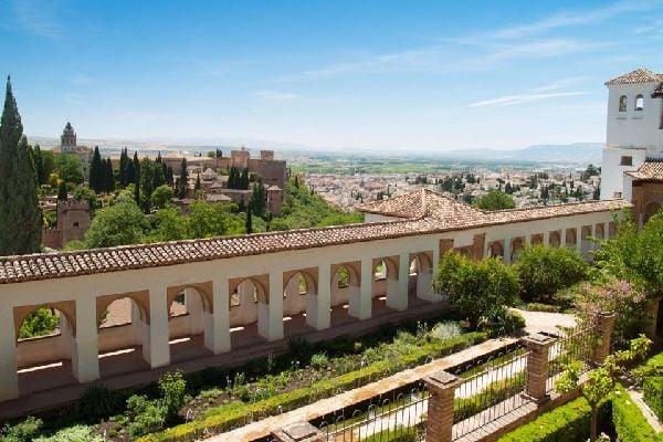 El palacio de Generalife , Desde el jardin , España