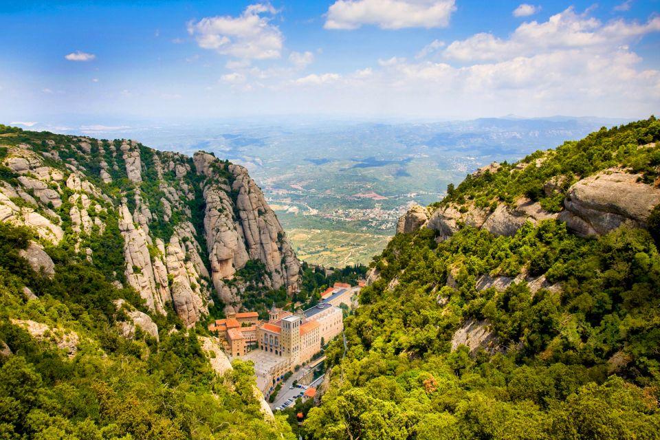 Le monastère de Montserrat , On y accède par un téléphérique , Espagne