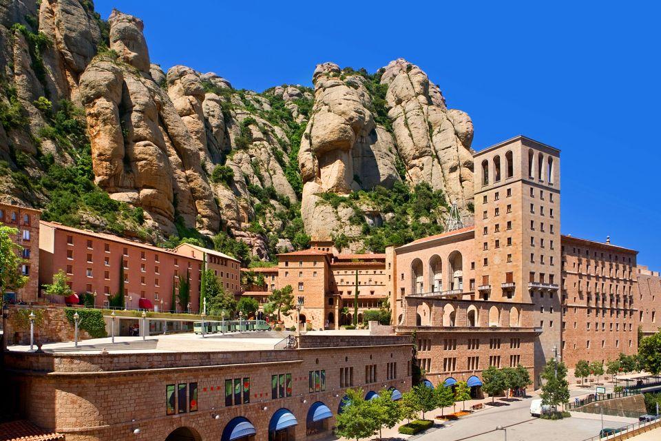 Le monastère de Montserrat , Un cadre naturel impressionnant , Espagne