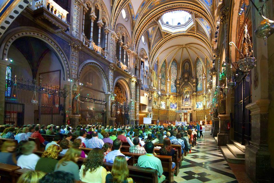 Le monastère de Montserrat , Messe à la basilique , Espagne