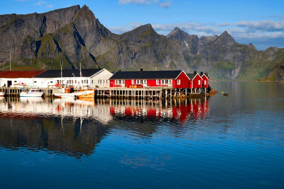 Les îles Lofoten , Cabanes de pêcheurs , Norvège