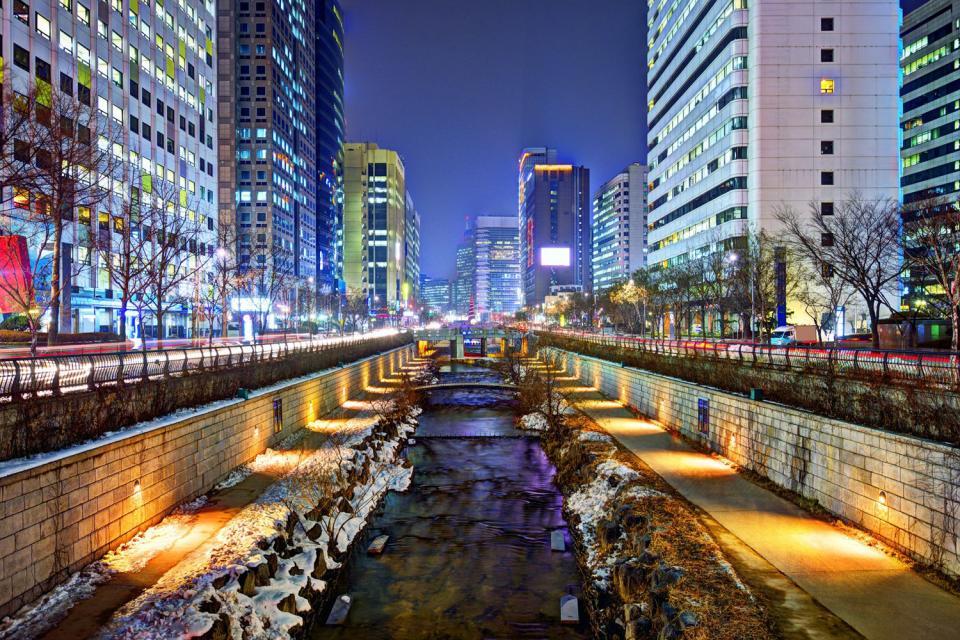 La rivière Cheonggyecheon , Corée du Sud